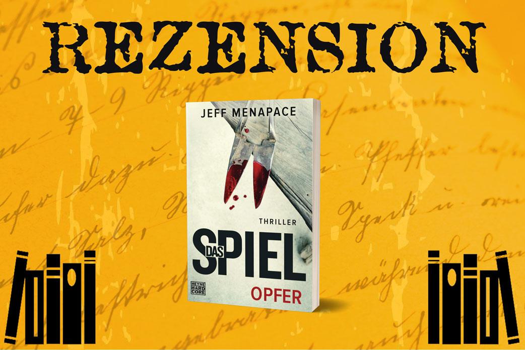 Rezension Das Spiel Opfer von Jeff Menapace mit Buchcover neben Bücherstapeln