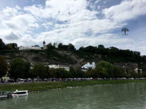 Salzachgalerien - Kunstbasar am Markartsteg an der Salzach in Salzburg